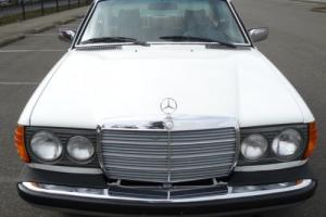 1978 Mercedes-Benz 200-Series Photo