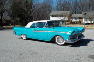 1957 Ford Fairlane Photo