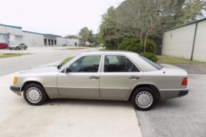 1991 Mercedes-Benz 300-Series Photo