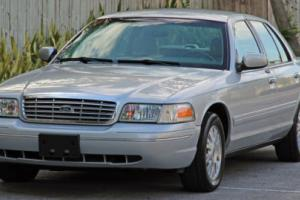 2003 Ford Crown Victoria LX Sedan 4-Door