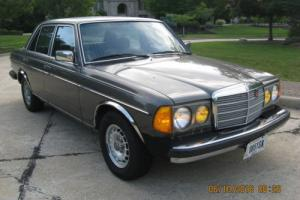 1982 Mercedes-Benz 200-Series