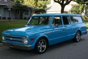 1968 Chevrolet Suburban RESTOMOD - 350 V-8 - A/C