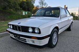 1991 BMW 3-Series 318is Photo