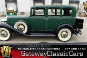 1932 Pontiac 302 Sedan