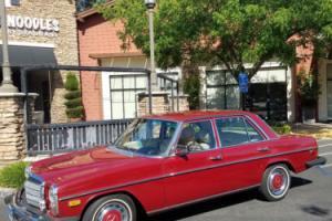 1976 Mercedes-Benz 200-Series -- Photo
