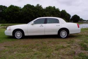 2004 Lincoln Town Car Signature 4dr Sedan