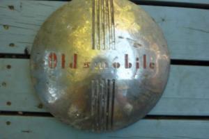 OLDSMOBILE  1930's hubcap Photo