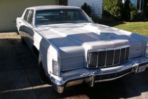 1976 Lincoln Continental Photo
