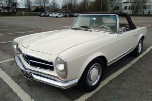 1965 Mercedes-Benz 200-Series Pagoda Photo