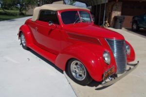 1937 Ford Cabriolet Street Rod