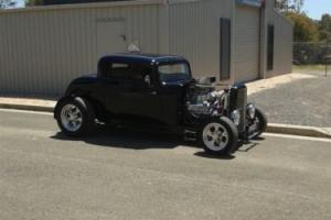 ford 1932. 3 window coupe Photo