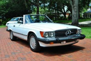 1989 Mercedes-Benz SL-Class 560SL Roadster Low Miles Absolutely Beautiful! Photo