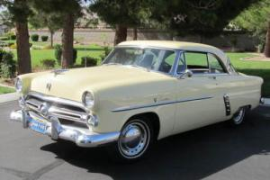 1952 Ford Crestline Photo