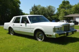 1987 Lincoln Town Car Photo