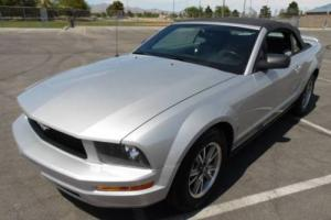 2005 Ford Mustang V6 Deluxe 2dr Convertible