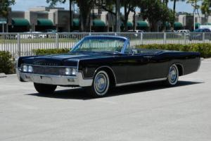 1966 Lincoln Continental Photo