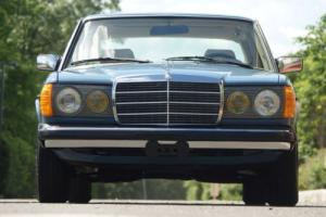 1983 Mercedes-Benz 200-Series Photo
