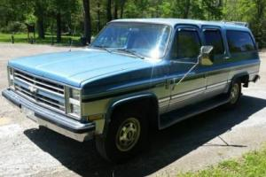 1986 Chevrolet Suburban Custom Deluxe