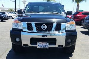 2011 Nissan Titan 4WD Crew Cab SWB SV