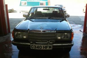 VERY LOW MILAGE MINT CONDITION 1985 MERCEDES 200 GREEN