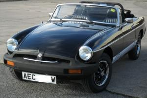 LOVELY TIDY BLACK MGB ROADSTER