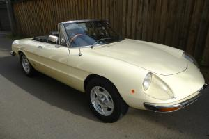 Alfa Romeo Spider 2000 Veloce 1972 2D Roadster 5 SP Manual 2L Twin Carb