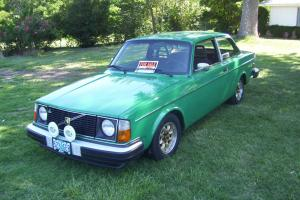 1978 VOLVO 242 - 4 SPEED W/ WORKING OVERDRIVE - SUNROOF - COOL SWEDE!!
