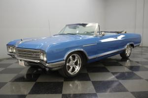 340 CID V8, 3-SPEED AUTOMATIC, POWER CONVERTIBLE TOP, A/C, 18-INCH CHROMES, SUPE