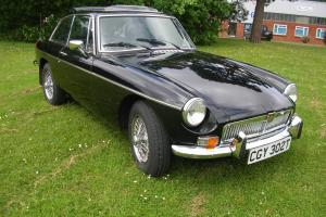 LOVELY MG B GT BLACK