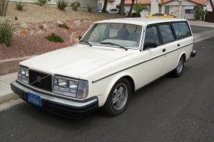 1981 VOLVO 240 WAGON V8