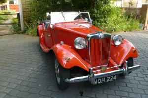 MG TD/TF RED/BLACK Right Hand Drive