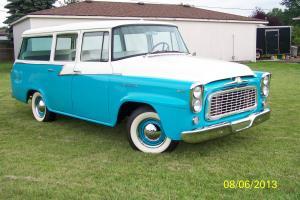 1960 Travelall B100 Classic American Truck Photo
