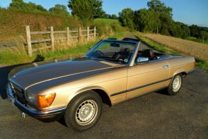 Mercedes Benz 280 SL R107 Convertible comes with Roof Hoist, Cover