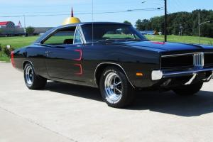 1969 BLACK DODGE CHARGER 4-SPEED Photo