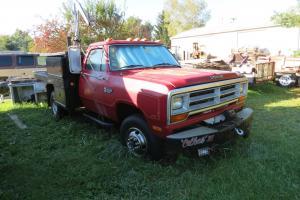 1989 Dodge diesel 4X4 1 ton dually 5 spd......11900 miles