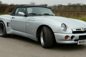 MG V8 SILVER
