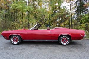 null RED OVER RED INTERIOR WITH WHITE CONVERTIBLE TOP Photo