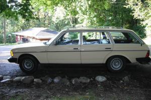 1981 Mercedes-Benz 300TD Base Wagon 4-Door 3.0L