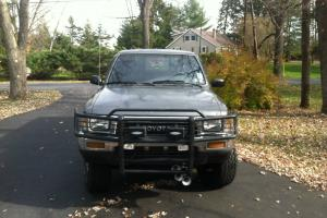 1989 Toyota Pickup truck 4x4 with cap and great tires