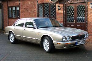 SHOWROOM CONDITION 2000 JAGUAR XJ8 3.2 EXECUTIVE MOT,D