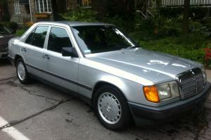 Mercedes-Benz : 200-Series 260E