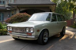 Datsun 510 wagon - clean original nissan bluebird white
