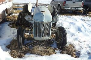 Ford : Other Ford 8N tractor