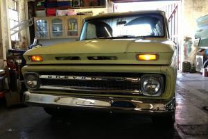 1965 Chevrolet C10 pickup. 350 V8 3 speed manual. Fresh California import. MOT'd