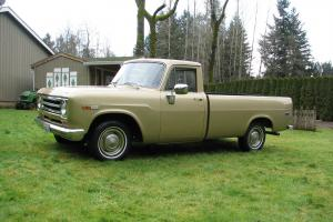 International Harvester 1100D Truck, 44,512 original miles, almost like new!