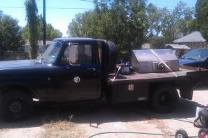 1972 International 1310 1-ton Dually Flatbed Pick-up