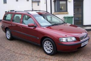 2000 VOLVO V70 - VENITIAN RED - LIGHT ARENA LEATHER - WOOD TRIM -