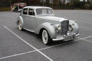 54 R TYPE Saloon AUTO Willow Green/Burgundy LHD Photo