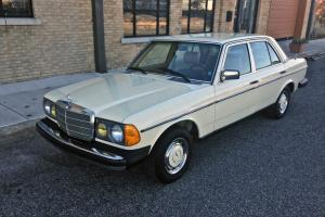 1981 Mercedes Benz 300D 1 Owner Car. AMAZING DOCUMENTATION! DEALER SERVICED