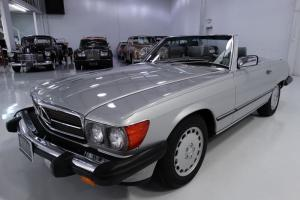 1988 MERCEDES-BENZ 560SL, MAGNIFICENT CONDITION! BEST COLOR COMBINATION!